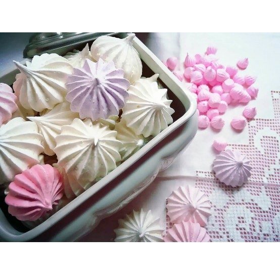Silicone molds of meringues and marshmallow