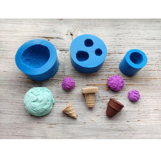Silicone molds of ice cream